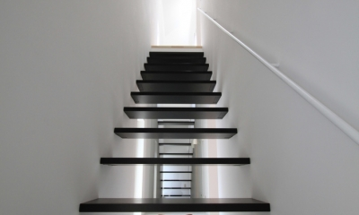 インナーバルコニーのある家 OUCHI-25 (階段1)