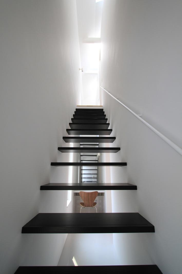 オウチ25・インナーバルコニーの家の部屋 階段1