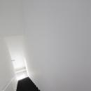 インナーバルコニーのある家 OUCHI-25の写真 ミニマルな階段デザイン