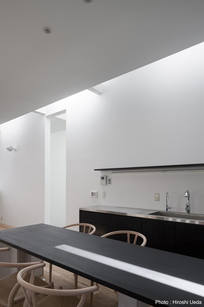 オウチ25・インナーバルコニーの家の部屋 オーダーキッチン