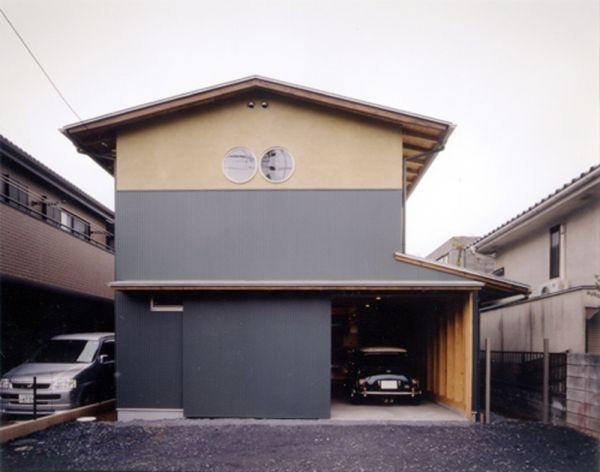 建築家:森 大樹/小埜勝久「生成りのビルトインガレージハウス」