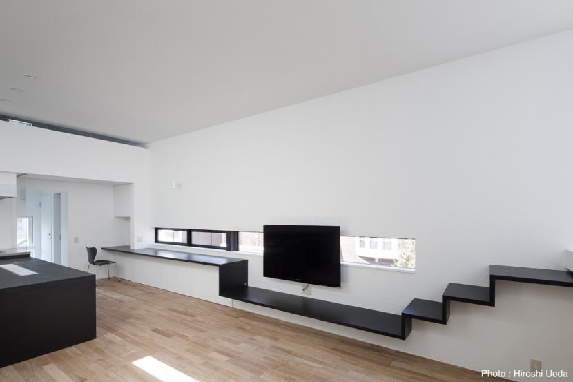 オウチ25・インナーバルコニーの家の写真 リビングAV家具