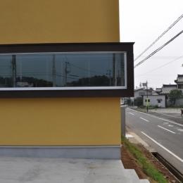 Sハウス (外観窓)