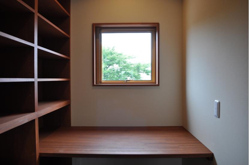 Sハウスの部屋 ライブラリースペースデスク