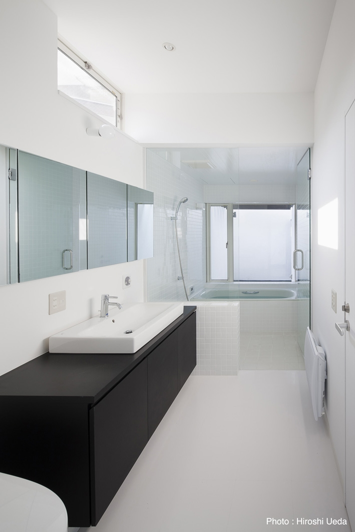 オウチ25・インナーバルコニーの家の部屋 浴室