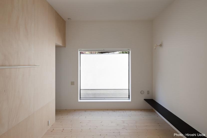 オウチ25・インナーバルコニーの家の部屋 主寝室