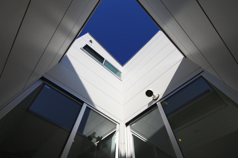 Dハウス (中庭から空)