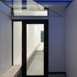 玄関 (インナーバルコニーのある家 OUCHI-25)