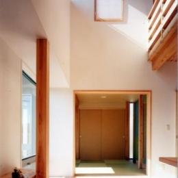 開放的、引戸を多用した木の家/川沿いの家