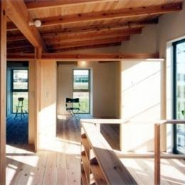 開放的、引戸を多用した木の家/川沿いの家 (光が満たす2階)