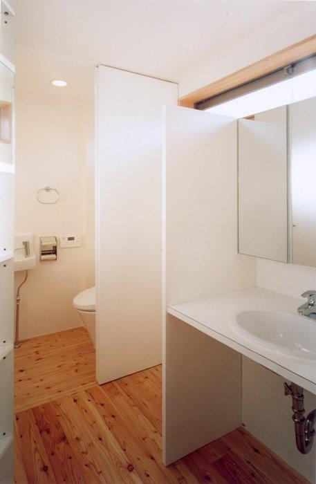 コンパクトハウス/Saさんの家の部屋 当たり前の引き戸もすっきり収めれば。