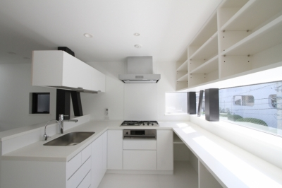 コ型キッチン (ハコノオウチ01・版画アトリエのある家)
