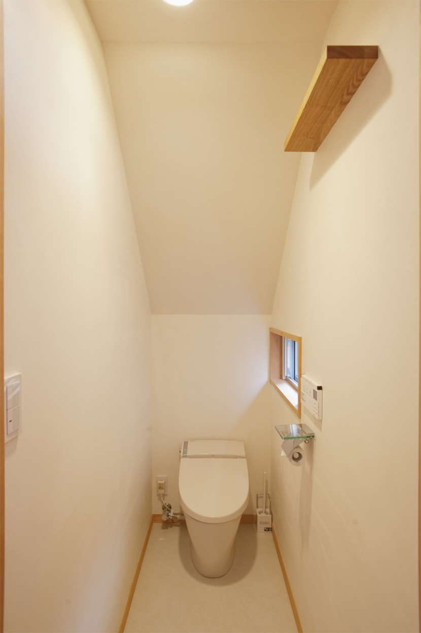 G邸・築60年の風合を新しい型で受け継ぐ (トイレ)