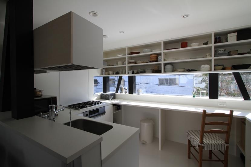 ハコノオウチ01・版画アトリエのある家 (コ型のオーダーキッチン)