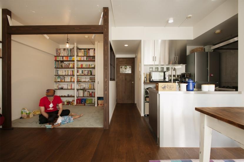 K邸・マンションでもノスタルジーを感じる住まいにの部屋 図書コーナー