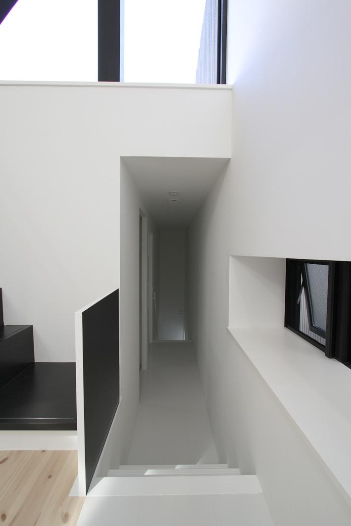 ハコノオウチ01・版画アトリエのある家 (プライベートルームへのアプローチ)