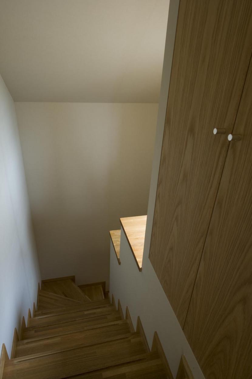 KU邸・木のぬくもりを感じる家 (階段)