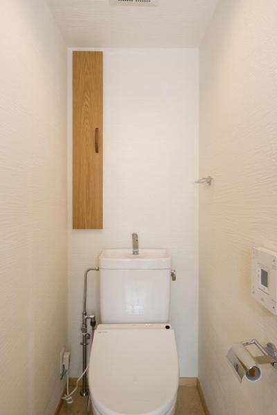 トイレ (KU邸・木のぬくもりを感じる家)