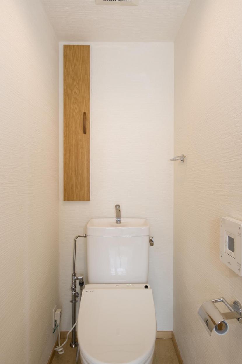 KU邸・木のぬくもりを感じる家の写真 トイレ