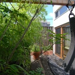 都市型住宅-自然を取り込む (中空の中庭)