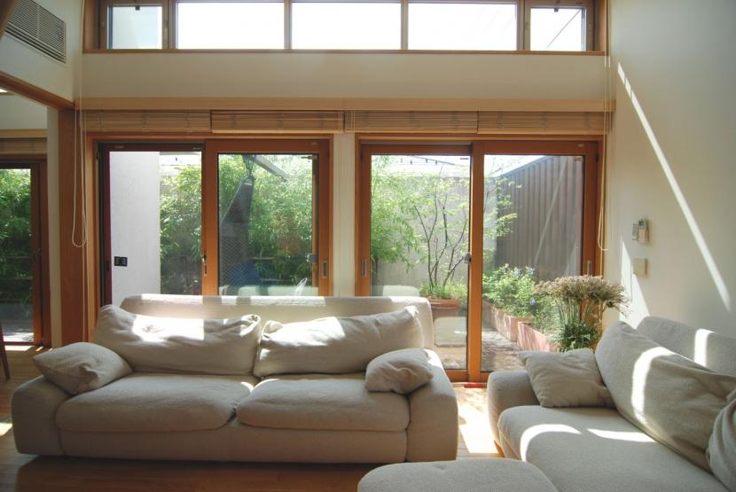 新井敏洋・眞理「都市型住宅-自然を取り込む」