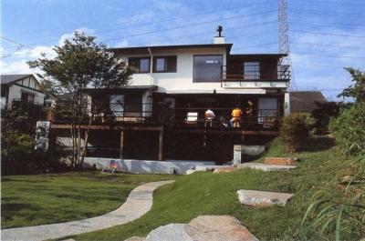 住まう楽しみ-100年住み継ぐ家 (地形を利用)