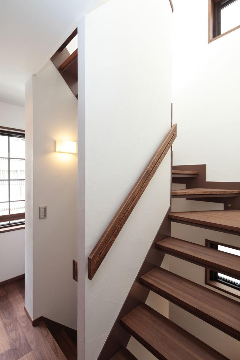 木造耐火構造の町屋の写真 光を送る階段