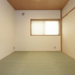 木造耐火構造の町屋 (月桃紙、七島藺草と漆喰壁の寝室)