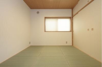 月桃紙、七島藺草と漆喰壁の寝室 (木造耐火構造の町屋)