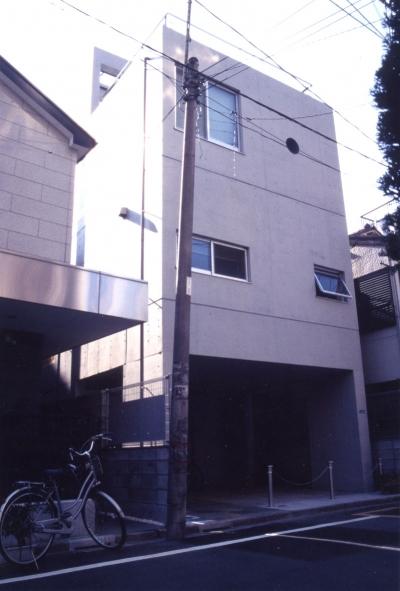 都市型中庭住宅-コンクリートと木でつくるモダンな和 (閉じられた外観)