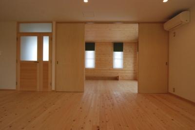 リビングにつながる子供室 (2世帯の程よい距離)