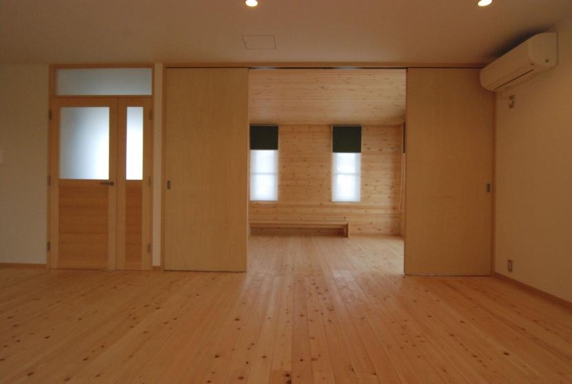 2世帯の程よい距離の写真 リビングにつながる子供室