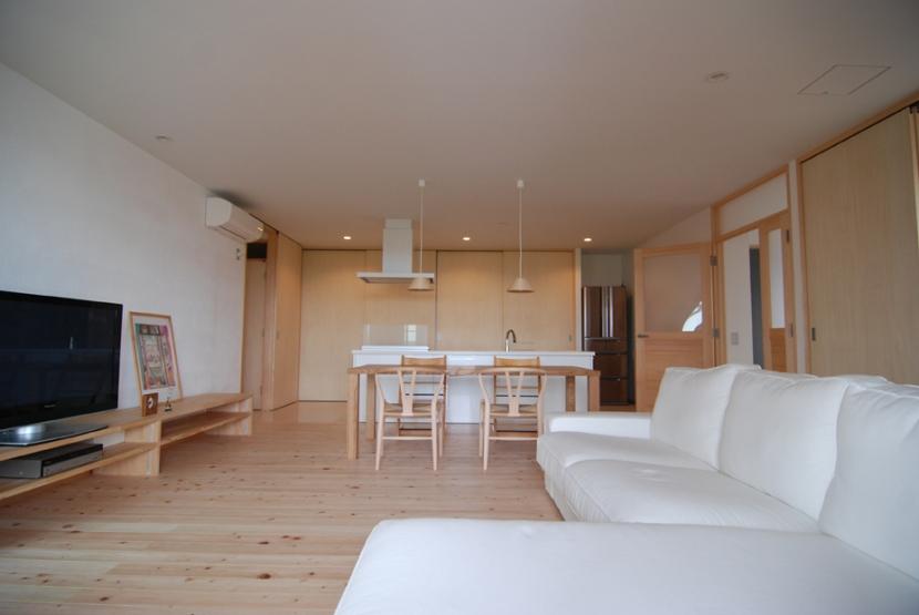 2世帯の程よい距離の写真 温かく優しくシンプルな空間