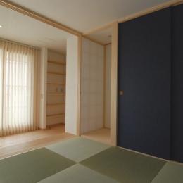 2世帯の程よい距離 (腰掛け式台のある和室)