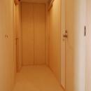 2世帯の程よい距離の写真 トイレ、洗面・脱衣、階段室、物入の扉