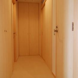 2世帯の程よい距離 (トイレ、洗面・脱衣、階段室、物入の扉)