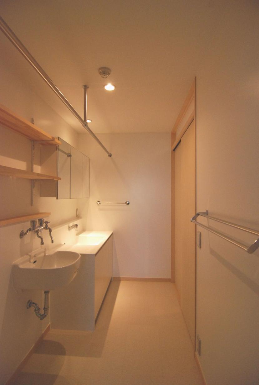 2世帯の程よい距離の写真 洗面所