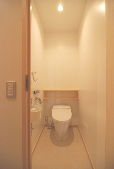 トイレ (2世帯の程よい距離)