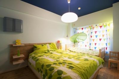 ベッドルーム (N邸・大人も子どもも元気にワクワク遊ぶ家)