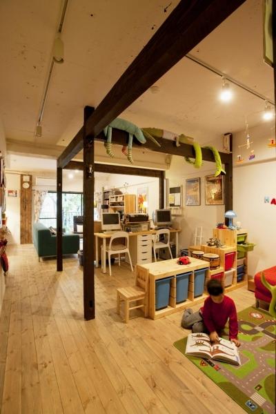 キッズスペース~リビングダイニング (N邸・大人も子どもも元気にワクワク遊ぶ家)