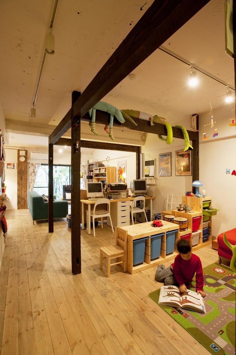 N邸・大人も子どもも元気にワクワク遊ぶ家 (キッズスペース~リビングダイニング)