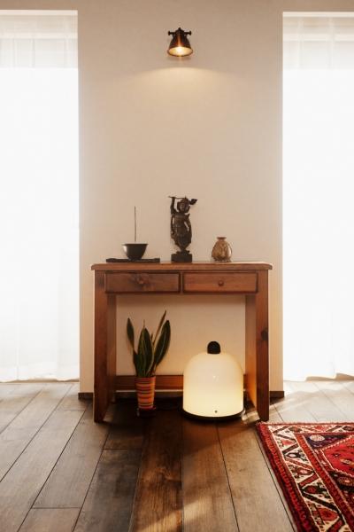 飾り棚 (kg邸・旅の思い出を飾る壁面収納)