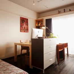kg邸・旅の思い出を飾る壁面収納 (書斎スペース)