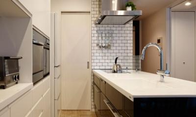 上質な素材が入り交じる、こだわりの住まい (キッチン)