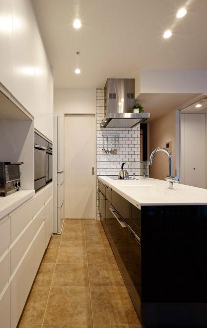 上質な素材が入り交じる、こだわりの住まいの部屋 キッチン