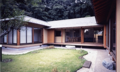 和風平屋の住まい (中庭を囲む2世帯)