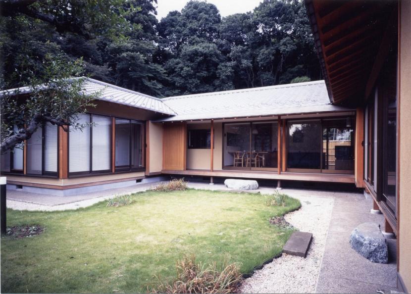 和風平屋の住まいの写真 中庭を囲む2世帯