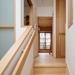 木造耐火でつくる木の住まい (トップライトの光を洗面、トイレ、階下に取り入れる)