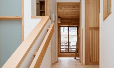 木造耐火でつくる木の住まい~国産材でつくる~ (トップライトの光を洗面、トイレ、階下に取り入れる)