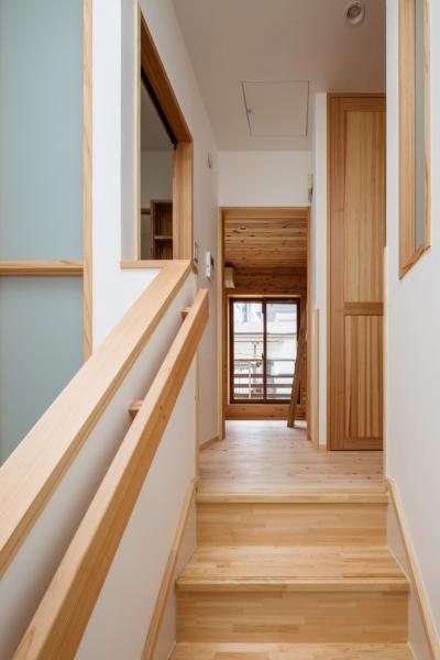 トップライトの光を洗面、トイレ、階下に取り入れる (木造耐火でつくる木の住まい~国産材でつくる~)